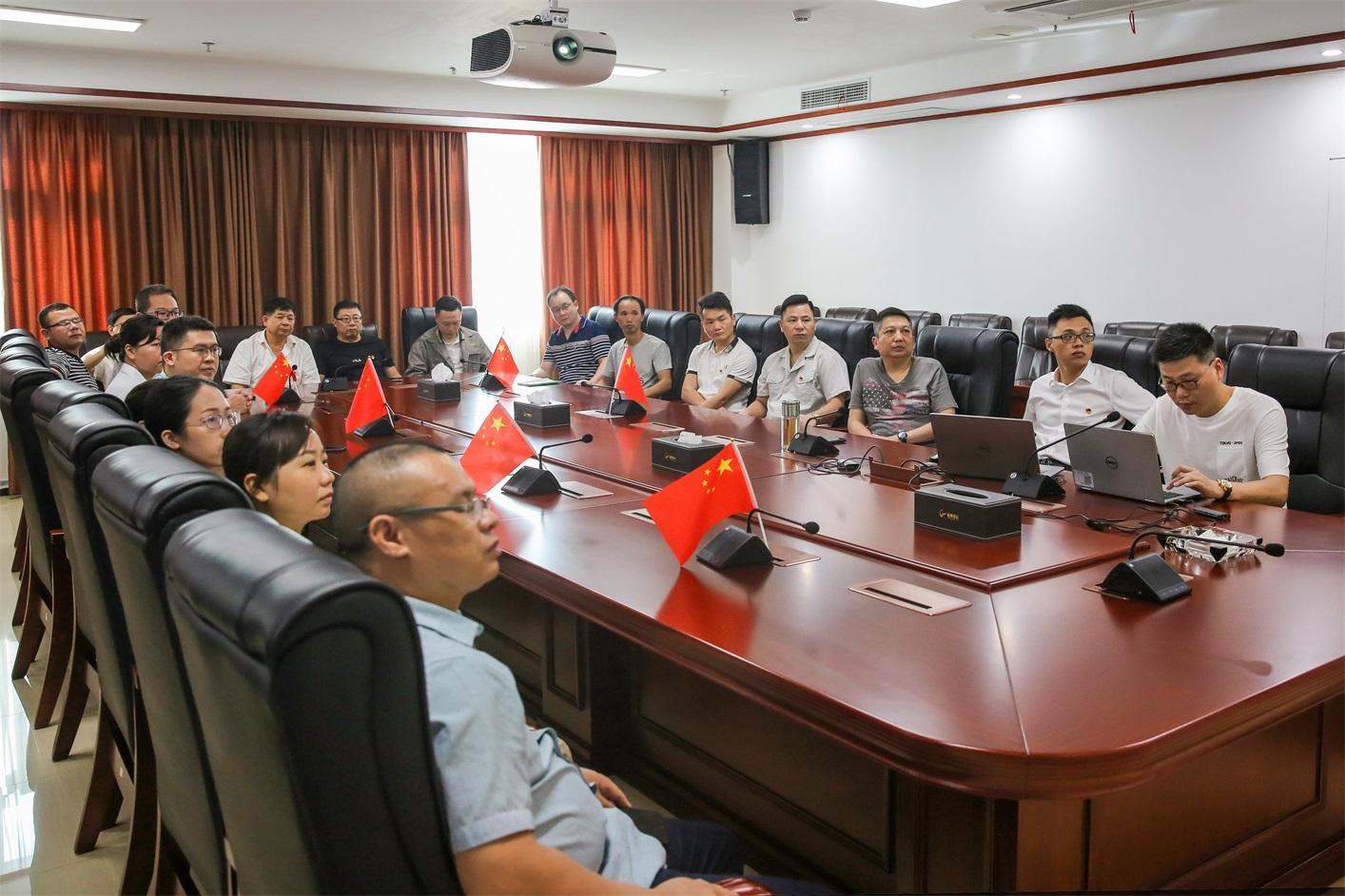 潘郴华带领党员集中收看庆祝中国共产党 成立100周年大会