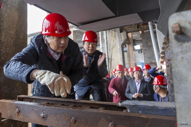 金贵银业综合回收厂底吹炉开始投料生产